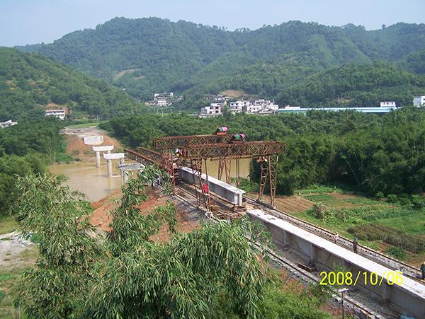 岑溪波塘大桥架设T型梁
